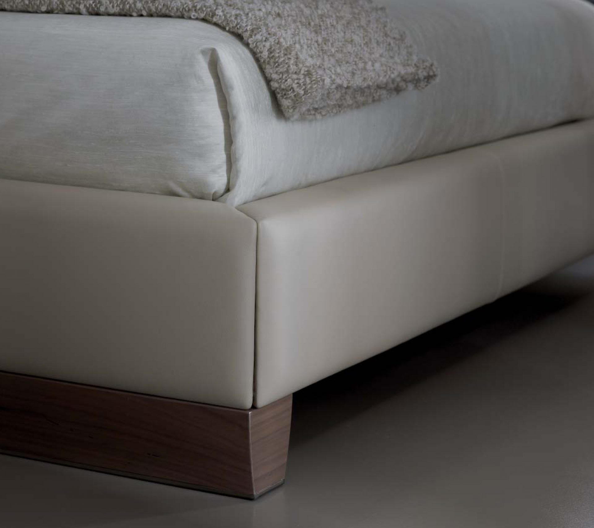 Solitaire Bed