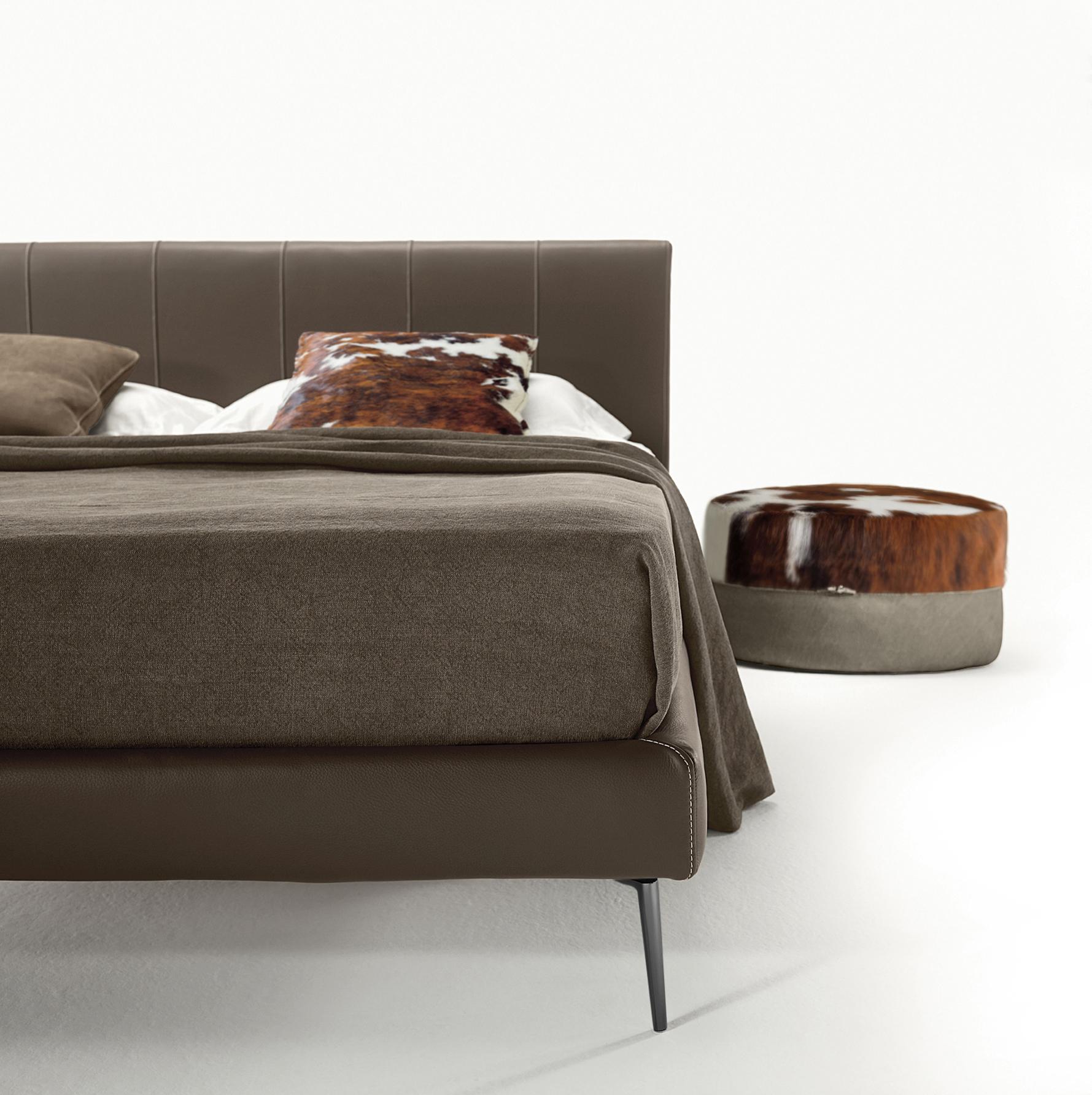 Clio Bed