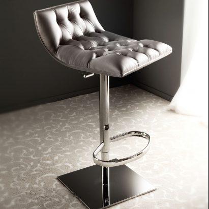 Club Bar Chair