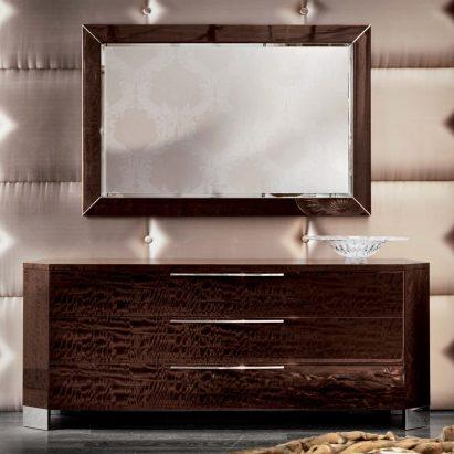 Vogue Dresser