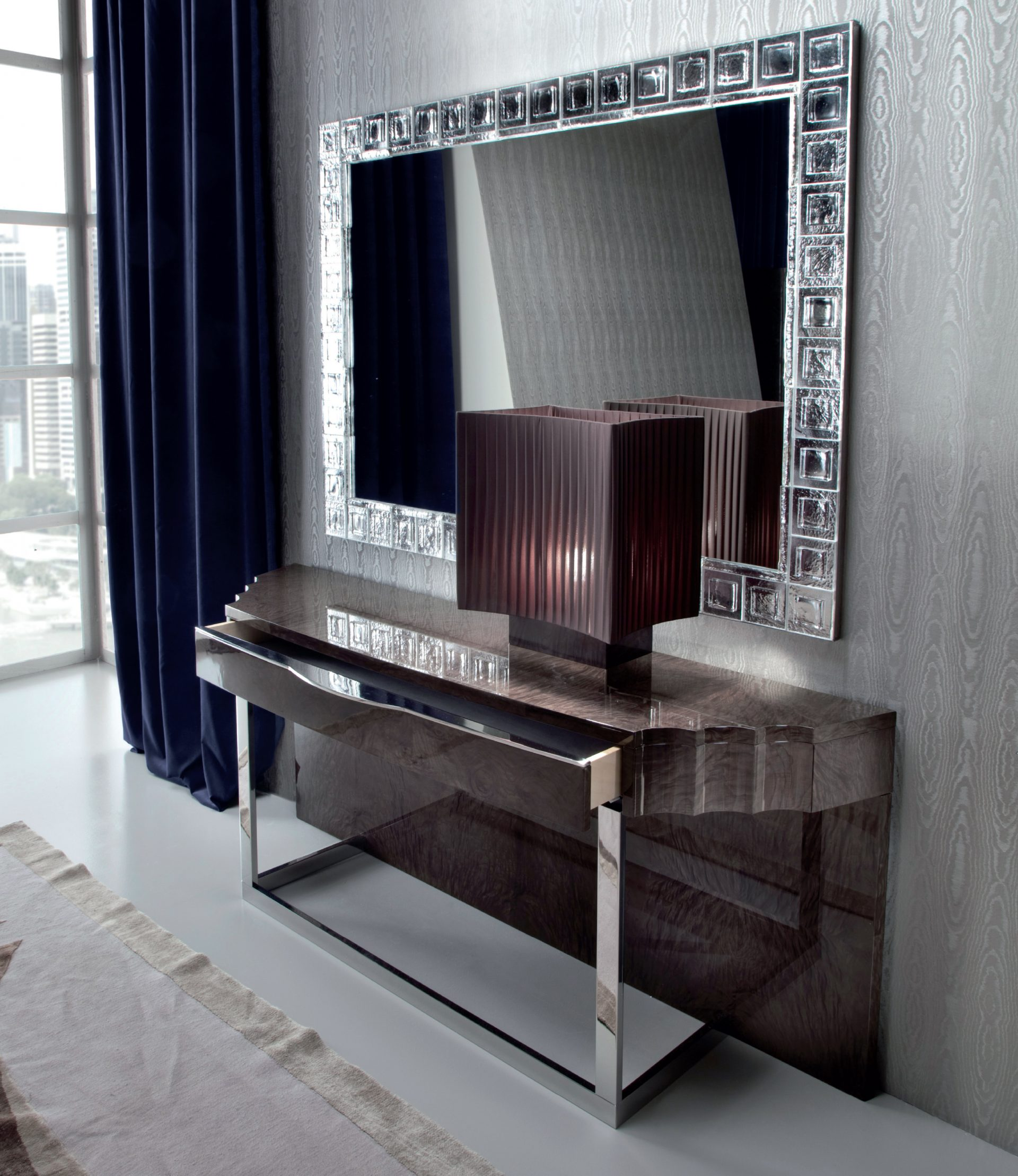 Absolute Console Table