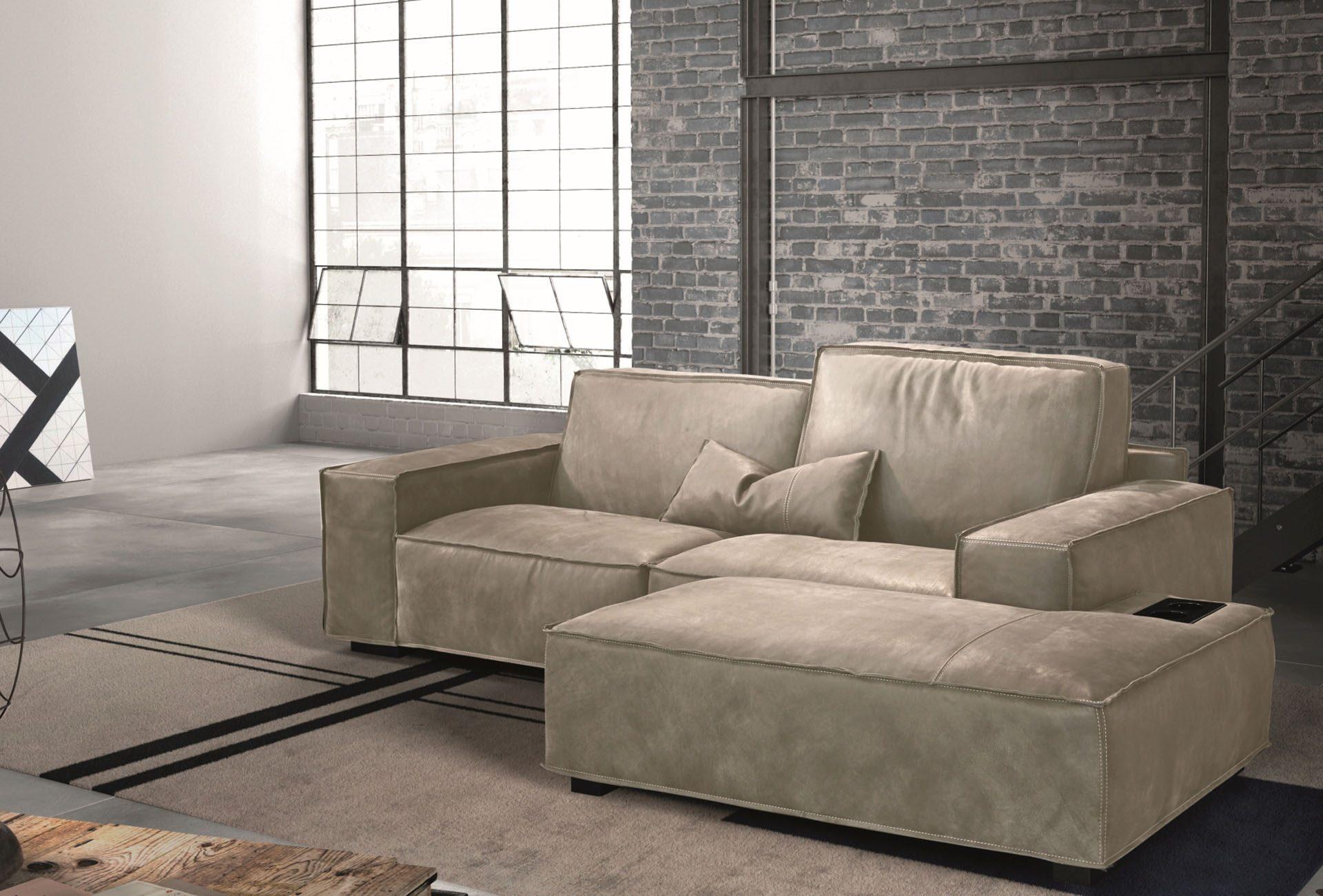 Sacai Lounge