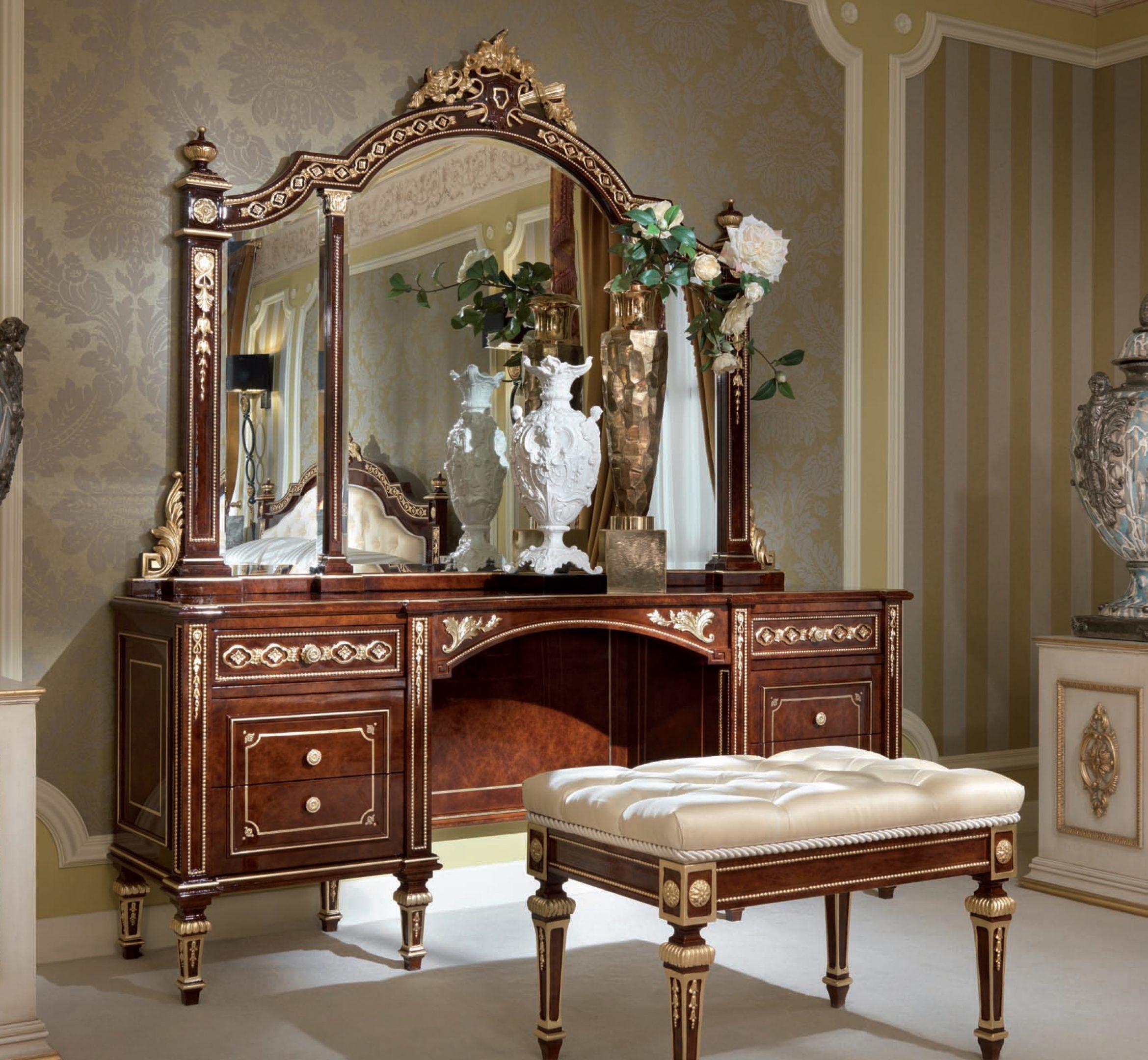 Aida Vanity Desk