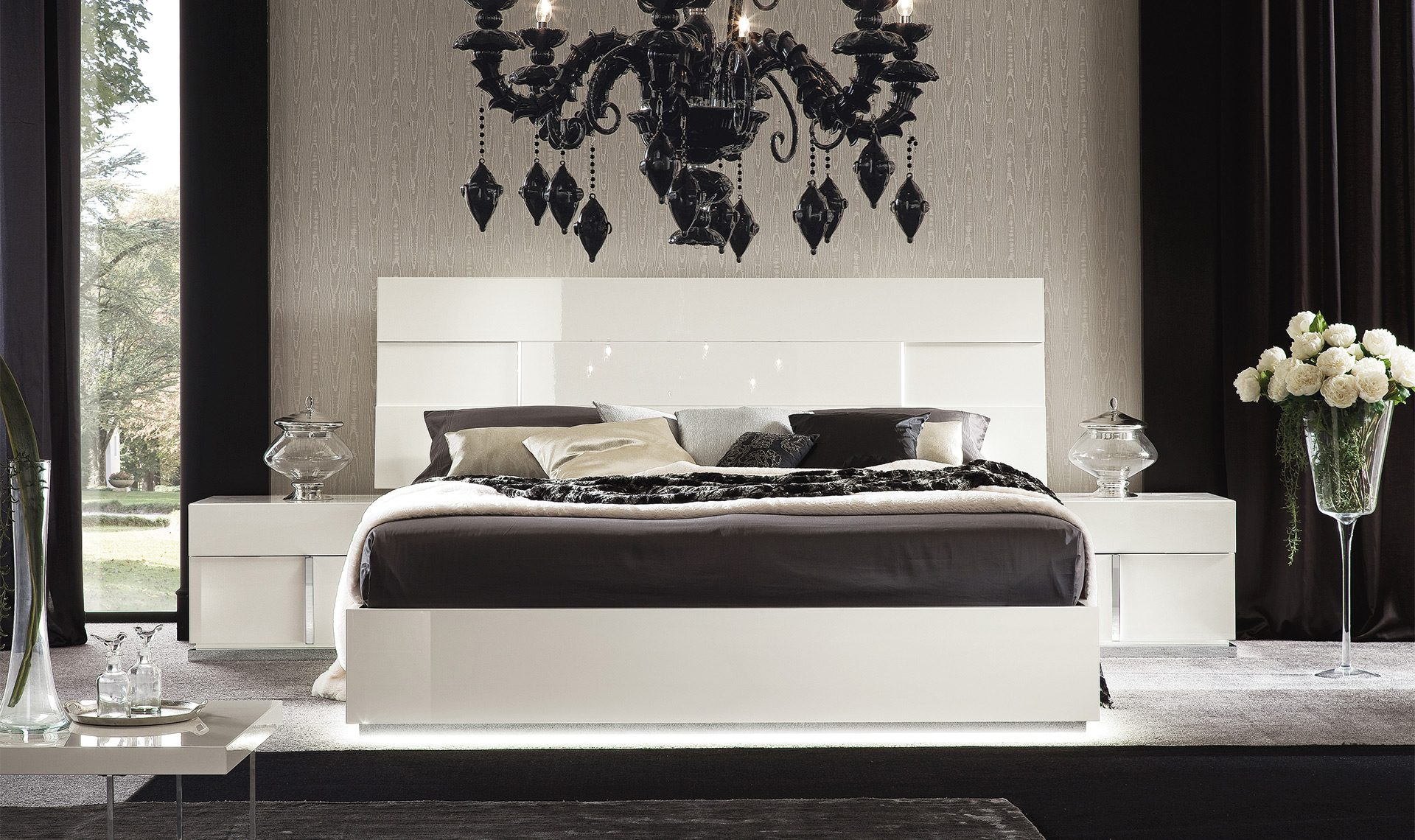 Canovana Bedside Table