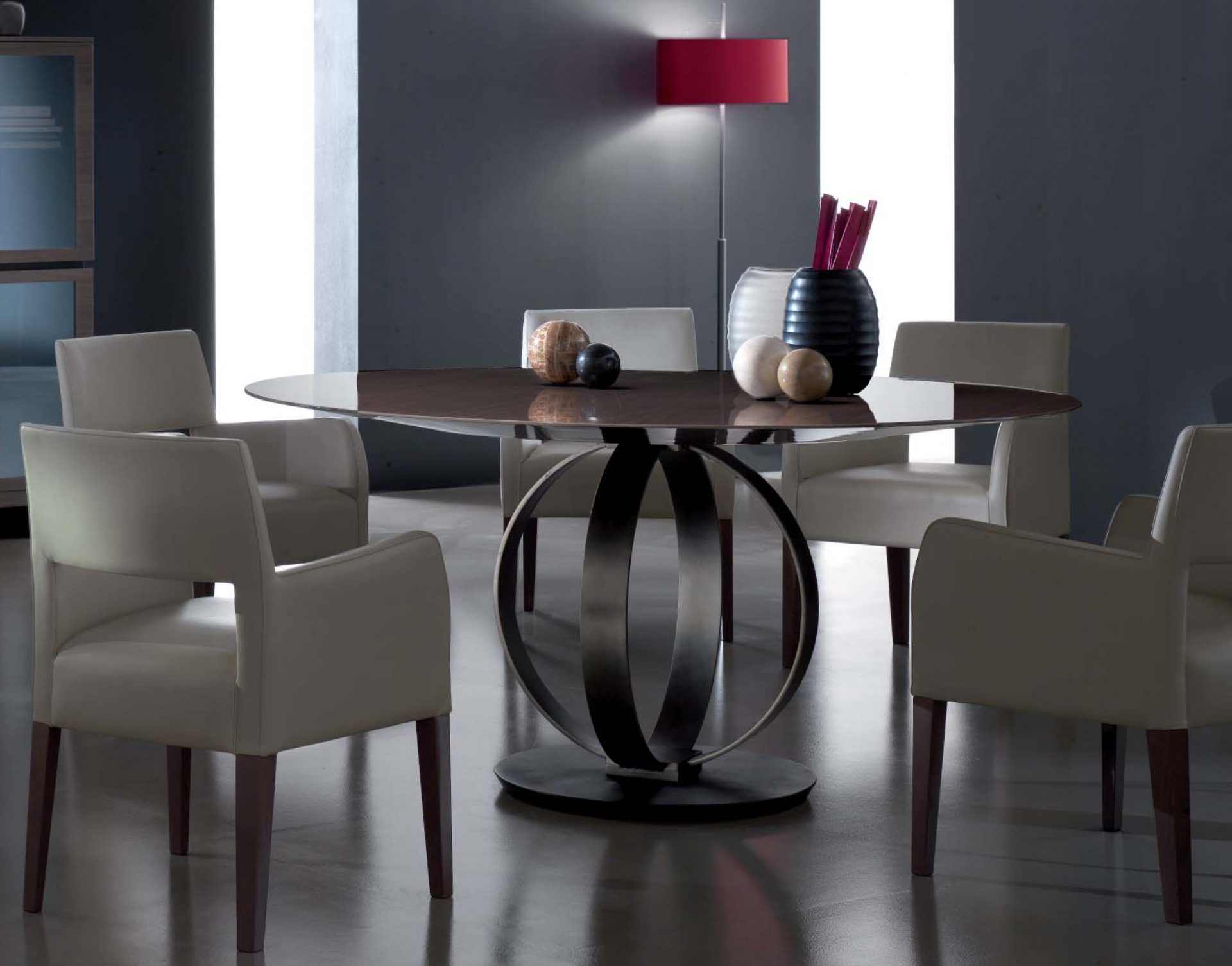 Solitaire Round Dining Table