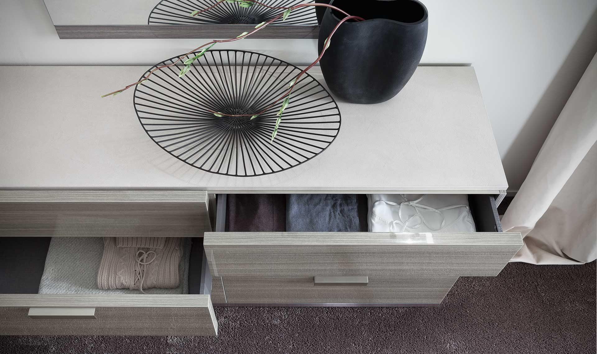 Iris Dresser