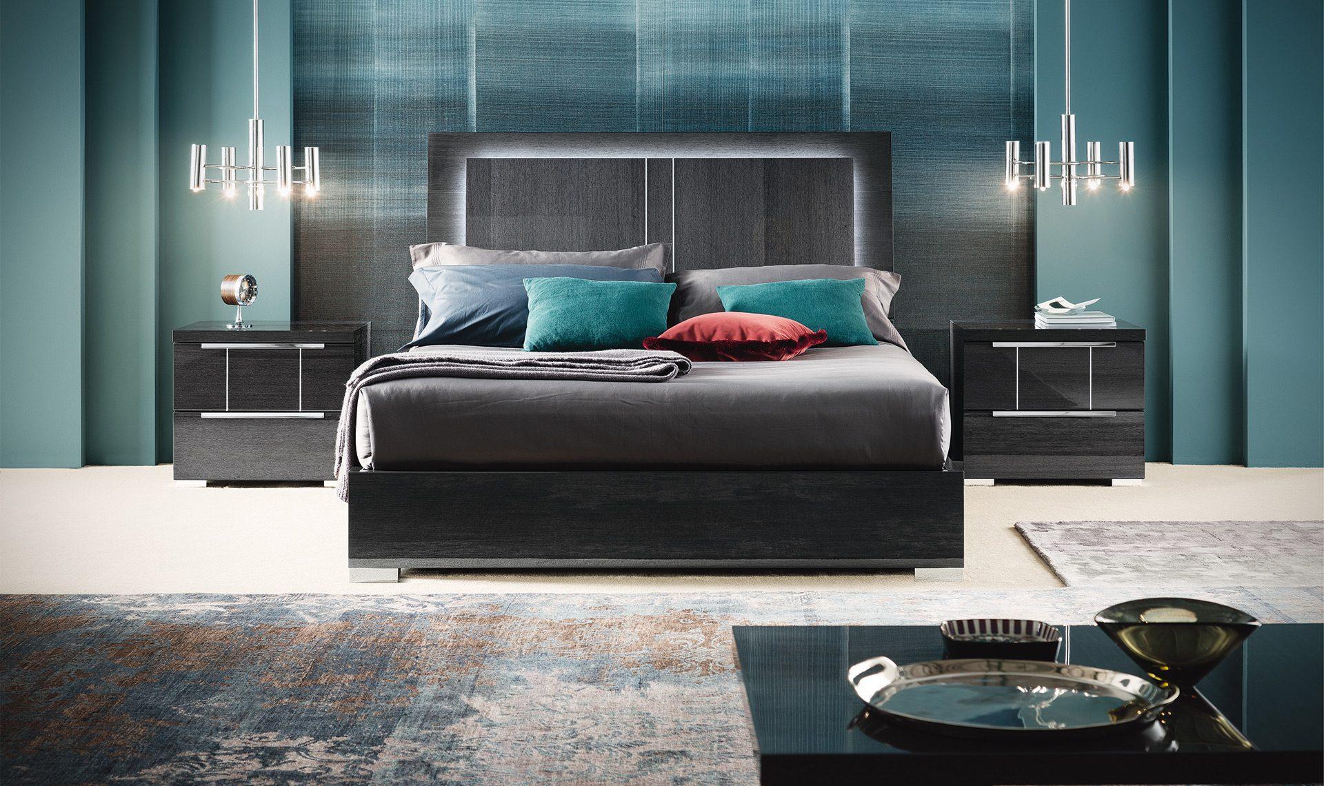 Versalie Bed