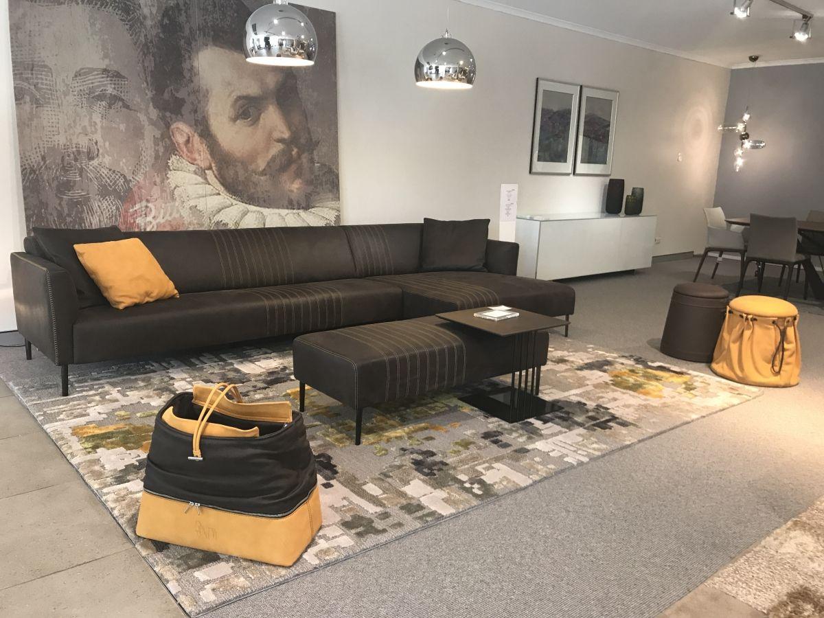 Tuxedo Lounge
