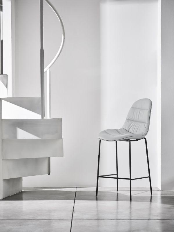 Moody Bar Chair